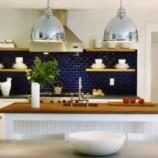 Modrá – trendová farba do kúpeľne aj do kuchyne